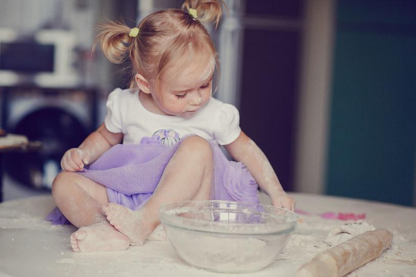 Do masy plastycznej wykorzystasz mąkę /©123RF/PICSEL
