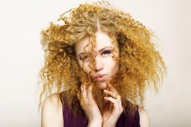 Do pielęgnacji włosów kręconych doskonały jest olejek lawendowy /123RF/PICSEL