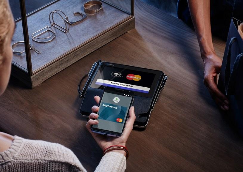 Do płatności Android Pay niezbędne jest posiadanie telefonu z anteną NFC i systemem operacyjnym Android w wersji 4.4 lub wyższej /materiały prasowe