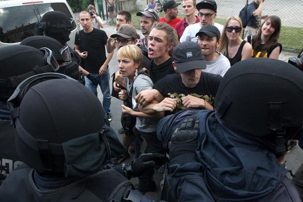 Do przepychanek policjantów z anarchistami doszło w centrum Poznania/fot. Jakub Kaczmarczyk /PAP