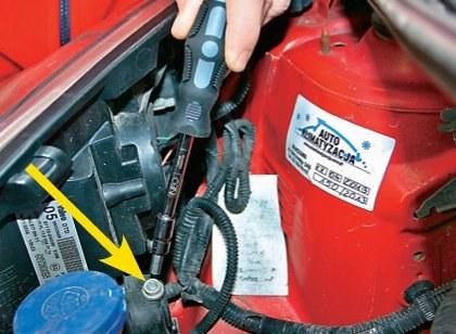 Do regulacji reflektora służy łatwo dostępna śruba. /Motor