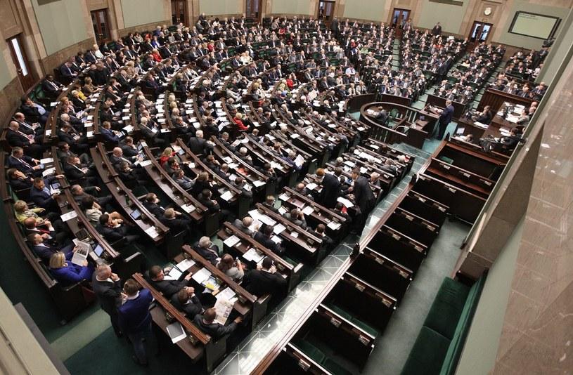 Do Sejmu weszłyby cztery partie polityczne /Stanisław Kowalczuk /East News