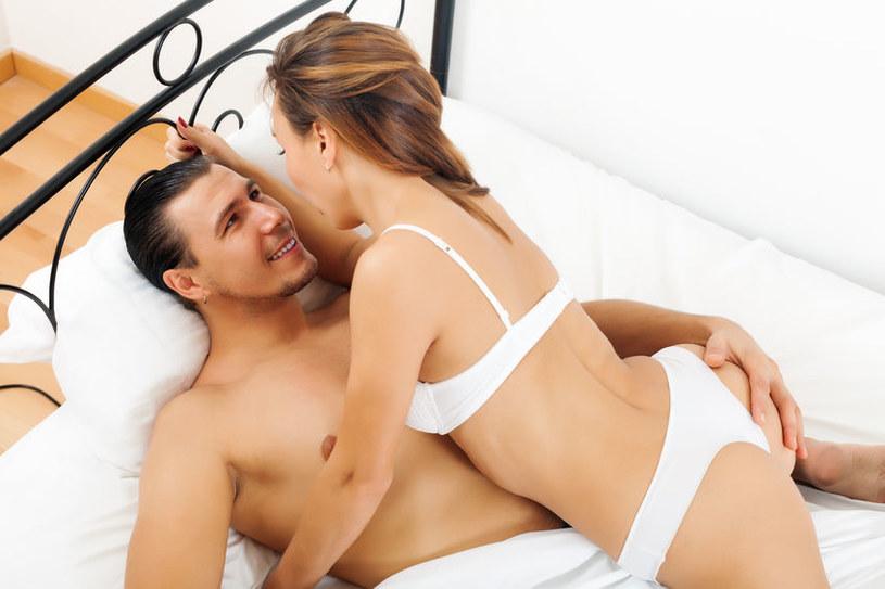 Do seksu z dopiero co poznaną w sieci osobą przyznaje się 30 proc. mężczyzn i 27 proc. kobiet. /123RF/PICSEL