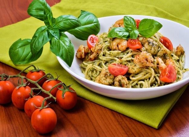 Do spaghetti możesz również dodać pesto /©123RF/PICSEL