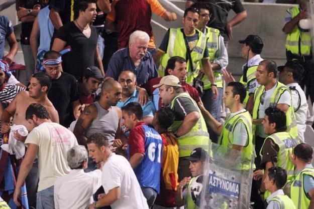 Do starć między kibicami doszło podczas meczu APOEL Nikozja - Pinar Karsiyaka /AFP