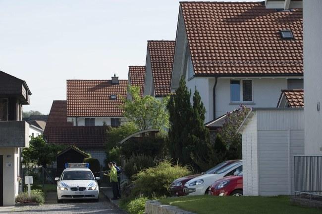 Do strzelaniny doszło na osiedlu domków jednorodzinnych /ANTHONY ANEX /PAP/EPA