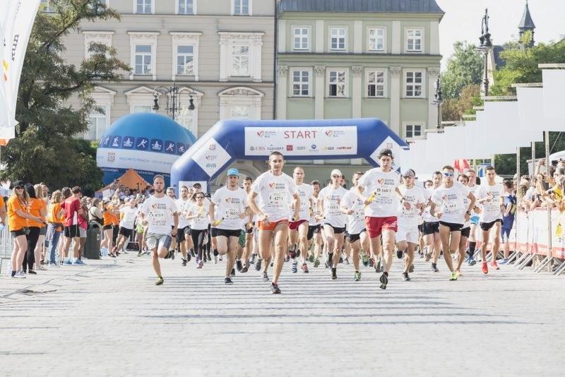 Do tej pory na pomoc beneficjentom Kraków Business Run przekazał już 165 526,24 zł /Tomasz Prokop /Materiały prasowe