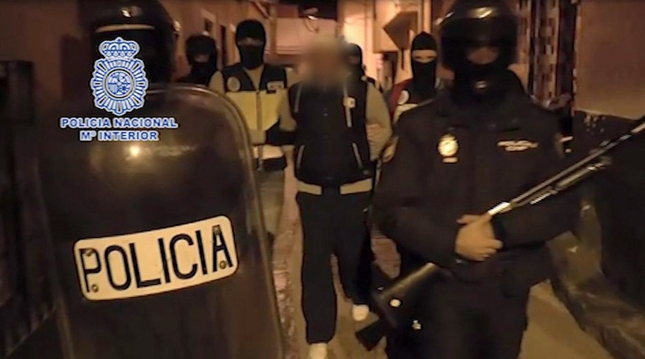 Do tej pory w Hiszpanii aresztowano 21 osób mających powiązania z działalnością islamistów /Spanish National Police Dpt / HANDOUT    /PAP/EPA