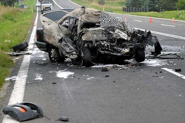 Do większości tragicznych wypadków dochodzi na drogach dwukierunkowych /PAP