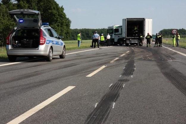 Do większości wypadków dochodzi na drogach jednojezdniowych /PAP