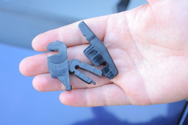 Do wycieraczek dołączone są różne mocowania, ale czasem żadne nie pasuje i trzeba użyć starego. /Motor