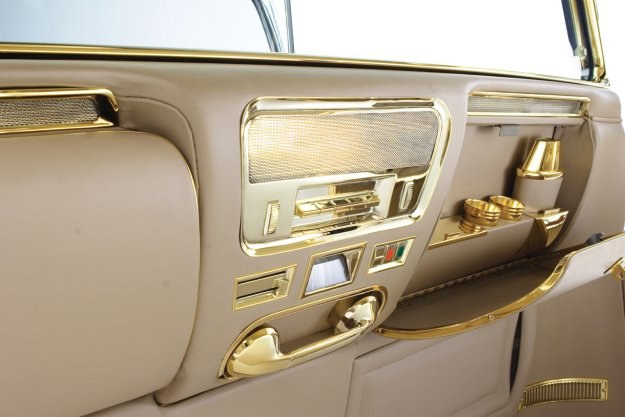 Do wykończenia wnętrza użyto 24 karatowego złota /