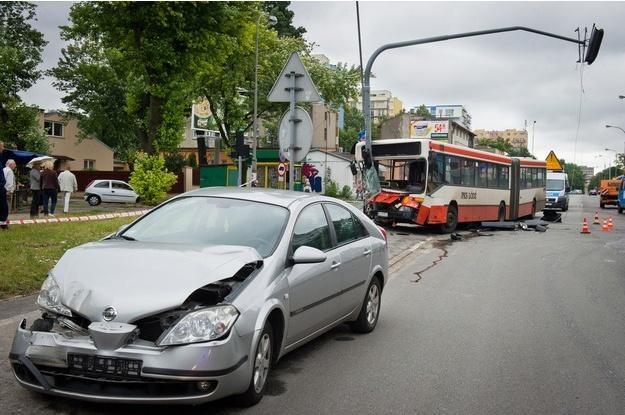 Do zderzenia doszło na skutek awarii hamulców w autobusie /PAP
