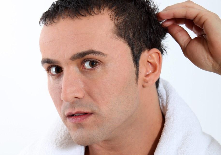 Do złuszczenia skóry głowy nadadzą się cukier, sól, soda oczyszczona, płatki owsiane czy glinka /Newscom /PAP