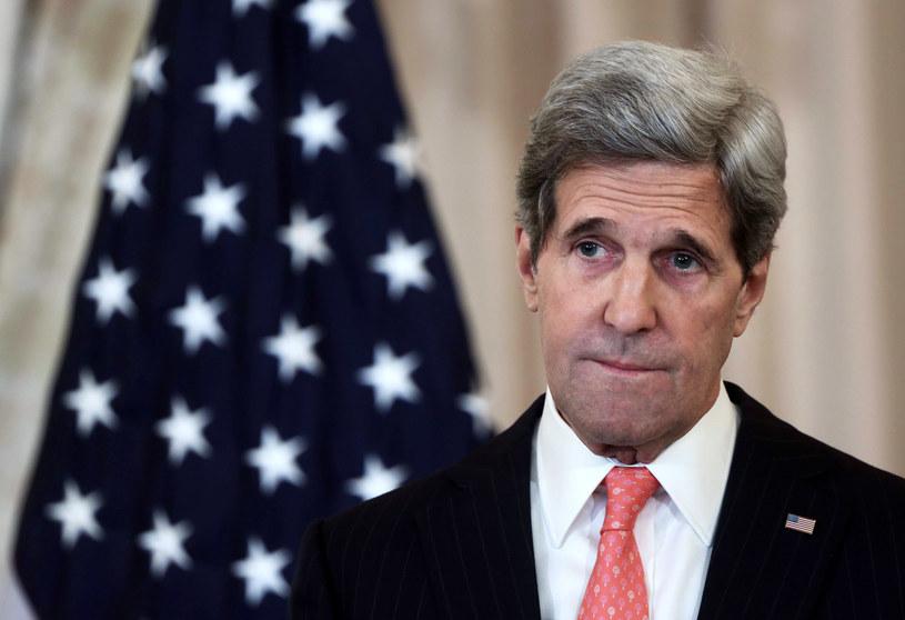 Do zmiany planów przyczynił się John Kerry /AFP