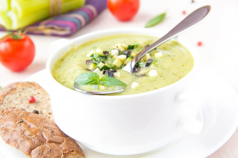 Do zupy można dodać serek topiony, ale nie więcej niż 10 dag /©123RF/PICSEL