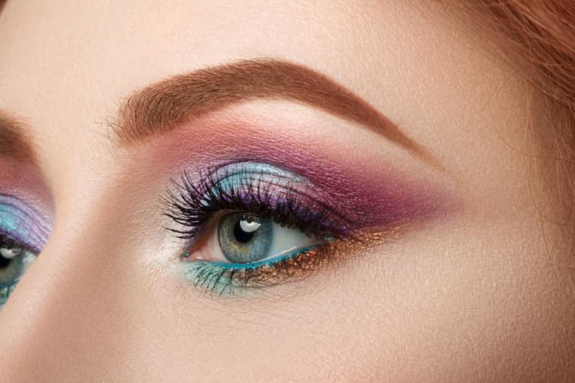 Dobór odpowiednich kolorów podczas robienia makijażu ma ogromne znaczenie /©123RF/PICSEL