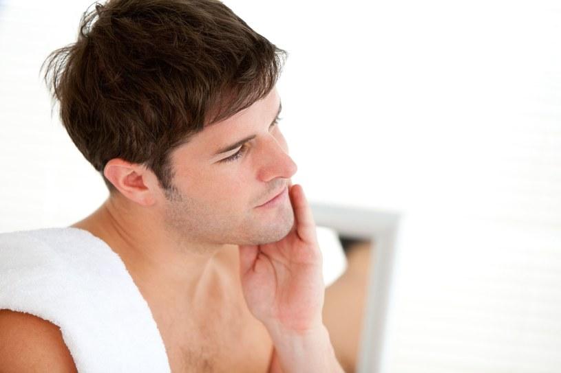 Dobra maszynka systemowa powinna dbać o odpowiednie nawilżenie i chronić przed podrażnieniami zarówno w trakcie, jak i po goleniu /©123RF/PICSEL