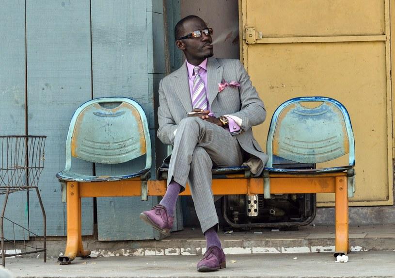 Dobre maniery i dobry nastrój to niezbędne uzupełnienie eleganckiego stroju /AFP