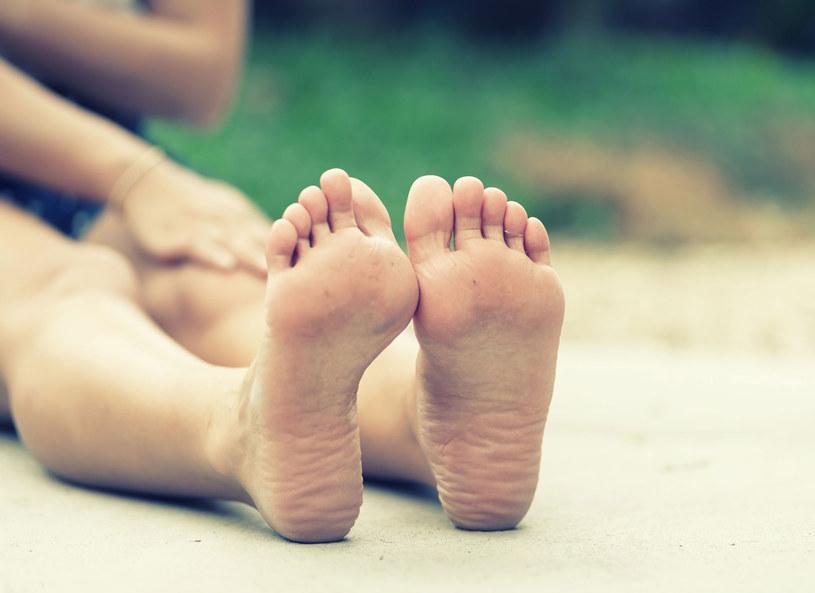 Dobre wkładki do butów są pomocne głównie przy płaskostopiu i halluksach /Picsel /123RF/PICSEL
