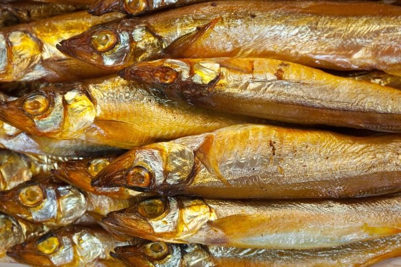 Dobrym źródłem witaminy B3 jest wędzona makrela /123RF/PICSEL