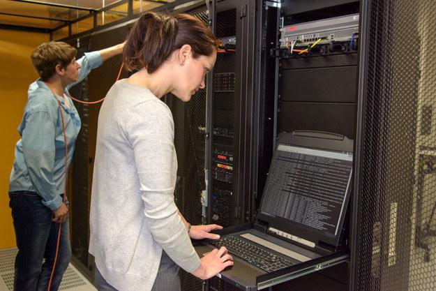 Dobrze płatne i ciekawe oferty pracy czekają na kobiety w branży nowych technologii /123RF/PICSEL