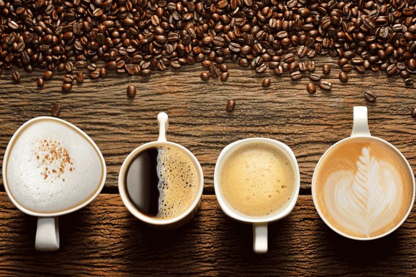 Dodaj odrobinę cynamonu, by polepszyć smak kawy /123RF/PICSEL