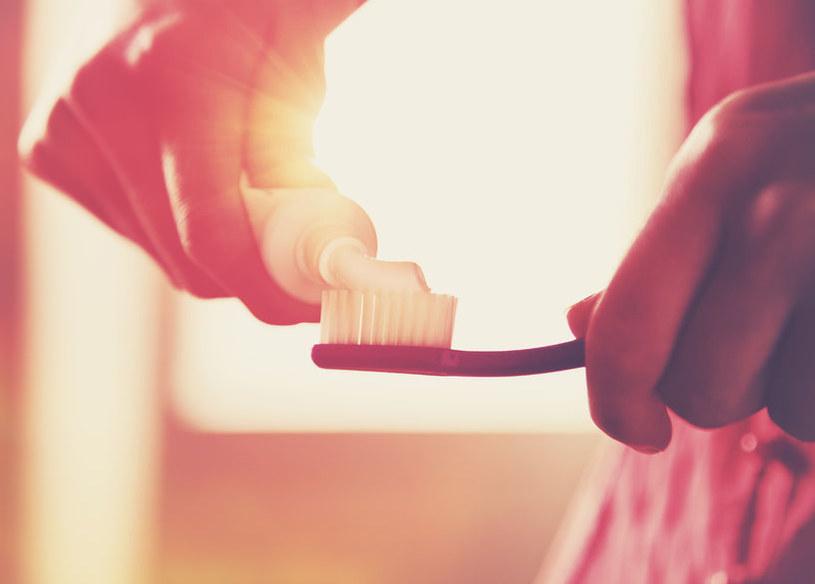 Dodatek do past do zębów jest rakotwórczy? /123RF/PICSEL