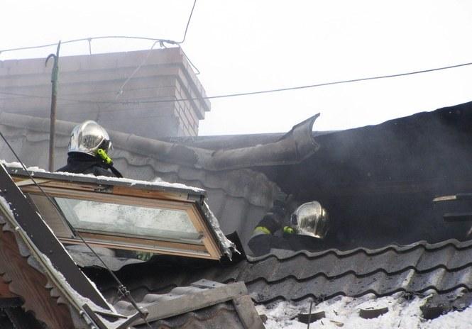 Dogaszanie pożaru hotelu Belvedere /Maciej Pałahicki /RMF