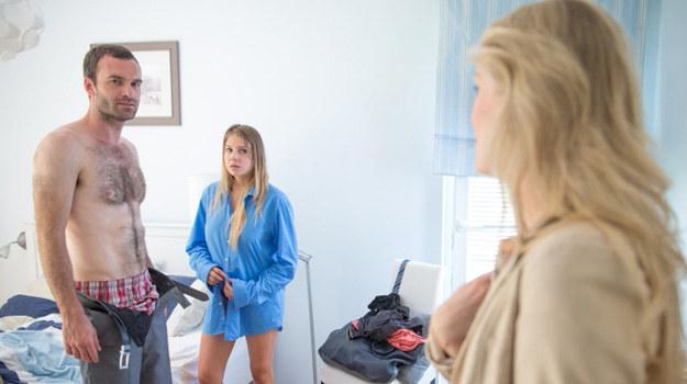Dojdzie do bardzo niezręcznej sytuacji. Czerski zezłości się, że żona przyszła bez zapowiedzi, a Lidia wyjaśni, że chciała się z nim spotkać, bo ich córka ma kłopoty w szkole. /Agencja W. Impact