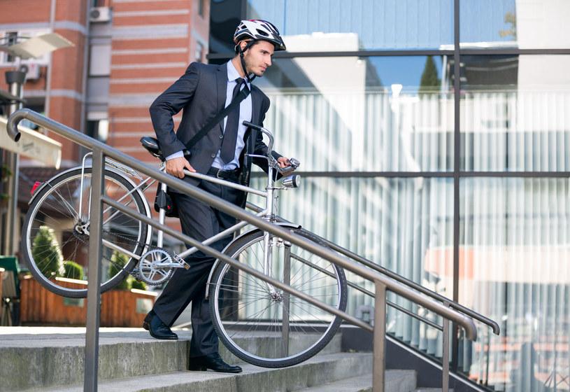 Dojeżdżanie do pracy rowerem najlepiej chroniło (znacznie zmniejszało ryzyko) przed śmiercią z powodu chorób układu krążenia czy nowotworu /123RF/PICSEL