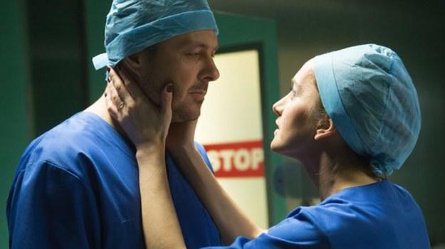 Doktor Goldberg zrobi wszystko, by mąż wrócił w końcu do domu. /www.nadobre.tvp.pl/