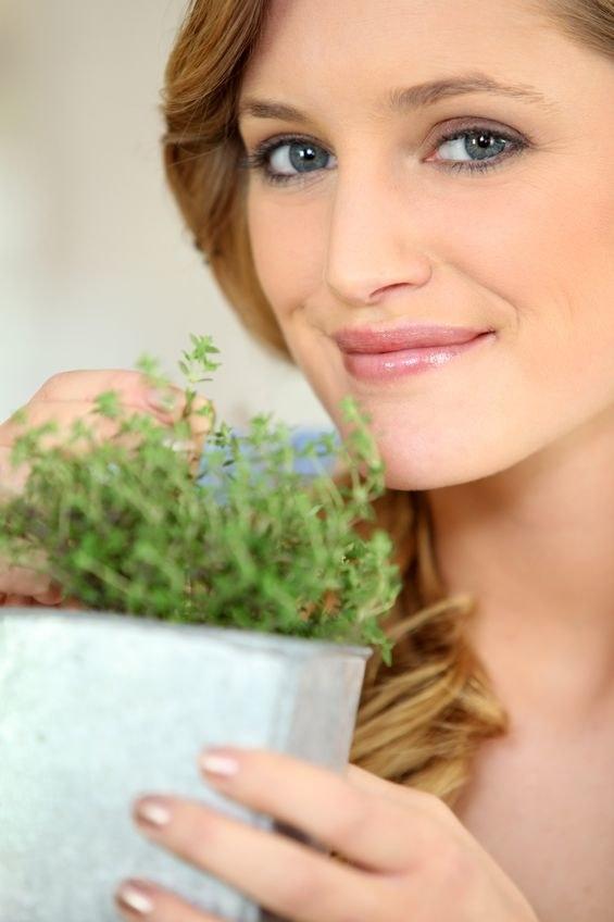 Dołącz do dwojej diety zioła a pozbędziesz się dolegliwaoći żołądkowych /123RF/PICSEL