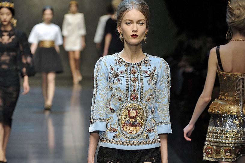 Dolce&Gabbana: Intensywne kolory podkreślają urode formy /East News/ Zeppelin