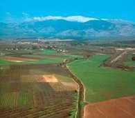 Dolina Hule na tle Wzgórz Golanu /Encyklopedia Internautica