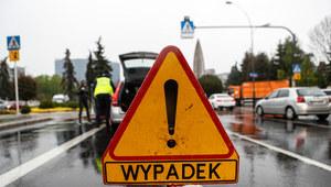 Dolnośląskie: Autobus zderzył się z osobówką. 11 rannych