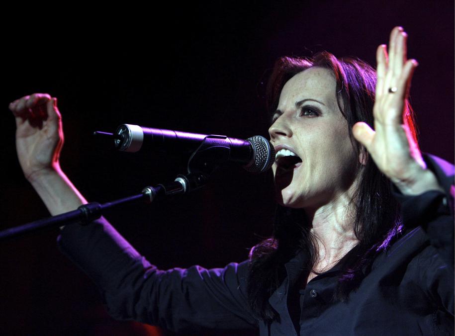 Dolores O'Riordan na koncercie w Zurychu w czerwcu 2007 roku /WALTER BIERI  /PAP/EPA