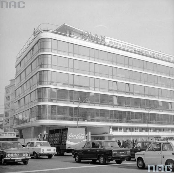 Widok ogólny budynku DH Smyk od strony narożnika u zbiegu ul. Kruczej i Alej Jerozolimskich
