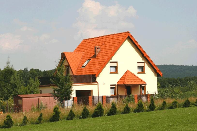 Domek za miastem to wciąż marzenie wielu Polaków /123RF/PICSEL