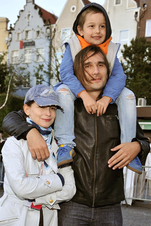 Dominika Ostałowska i Hubert Zduniak z synem /Kurniikowski /AKPA