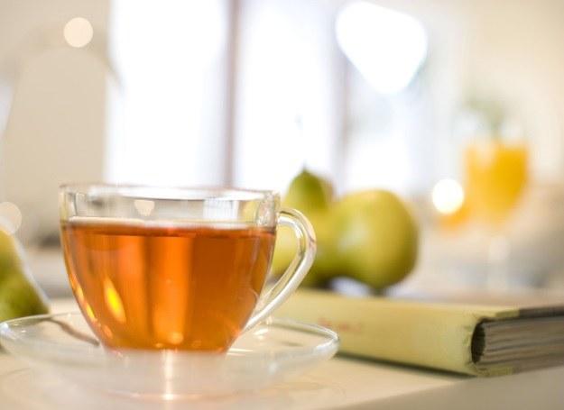 Domowa herbatka smakuje zawsze najlepiej /123RF/PICSEL