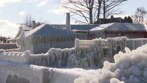 Domy jak lodowe rzeźby. Sztorm u wybrzeży Danii zostawił po sobie bajeczny pejzaż
