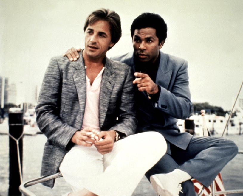 "Don Johnson i Philip Michael Thomas jako kultowi ""Policjanci z Miami"" /AKPA"