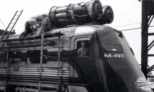 Don Wetzel w pociągu z napędem odrzutowym /materiały prasowe