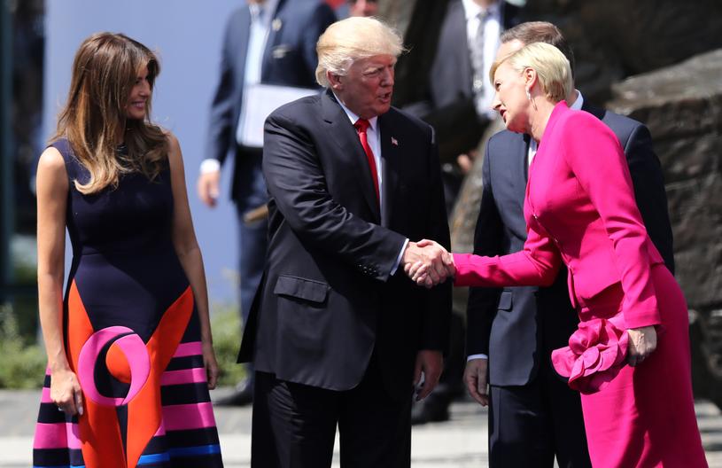 Donald Trump i Agata Kornhauser-Duda uścisnęli sobie dłoń /Stanisław Kowalczuk /East News