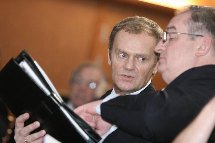 Donald Tusk i Jacek Saryusz-Wolski, 2005 rok /Bartosz Krupa /East News