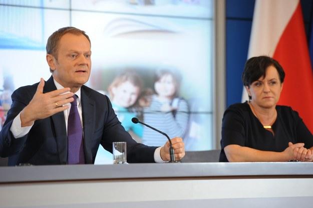 Donald Tusk i Joanna Kluzik-Rostkowska na konferencji ws. darmowego podręcznika /PAP/Jacek Turczyk /PAP