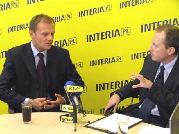 Donald Tusk i prowadzący debatę Konrad Piasecki /INTERIA.PL