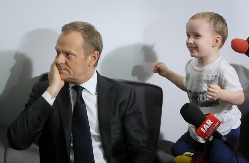 Donald Tusk na spotkaniu z rodzinami dzieci niepełnosprawnych /Paweł Supernak /PAP