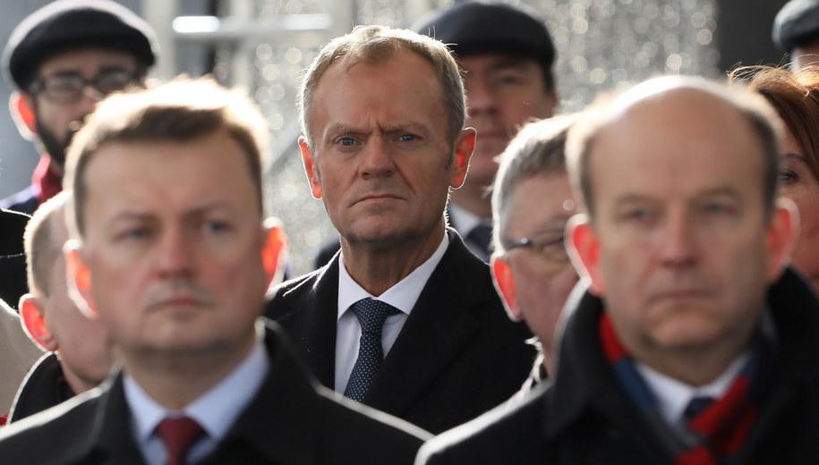 Donald Tusk podczas uroczystej odprawy wart przed Grobem Nieznanego Żołnierza w Warszawie /Paweł Supernak /PAP
